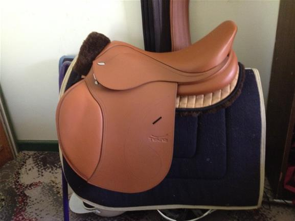 Tekna jump saddle
