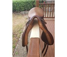 Hubertus dressage saddle