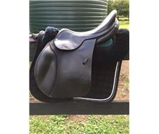 17 Pariani Jump Saddle