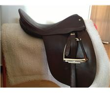 CHILDS SHOW OR PONY DRESSAGE SADDLE