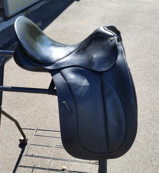 Bates Precieux Dressage Saddle 17""