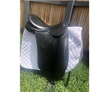FOR SALE  Bruce Smith dressage saddle