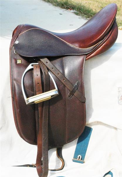 17 inch Stubben Close Contact Saddle
