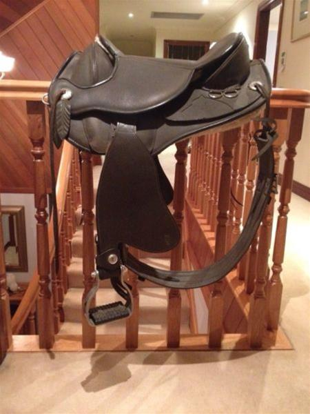 Barefoot Atlanta Treeless Saddle