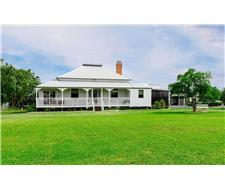 Magnificently renovated Queenslander
